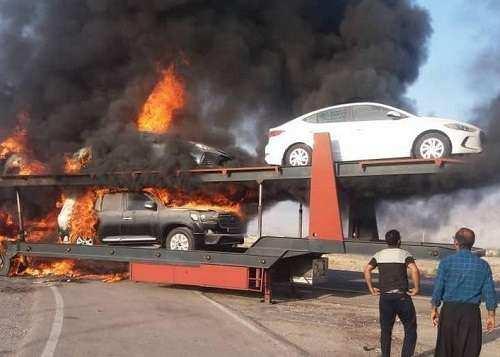 آتشگرفتن تریلی حامل خودروهای لوکس در جاده بندرعباس/ فیلم