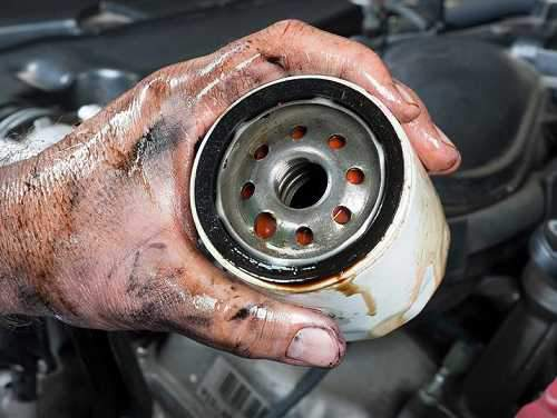 تعویض یک سری در میان فیلتر روغن خودرو کار درستی است؟