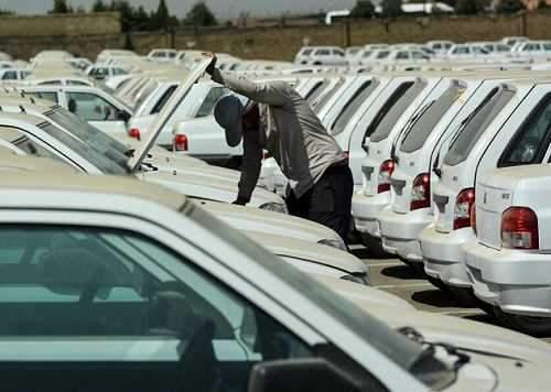 پاسکاری گرانی میان خودروساز و دلال خودرو