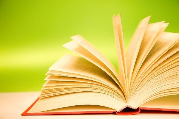 «در سالهای دور» اثری درونی اما بین رمان و داستان معلق است