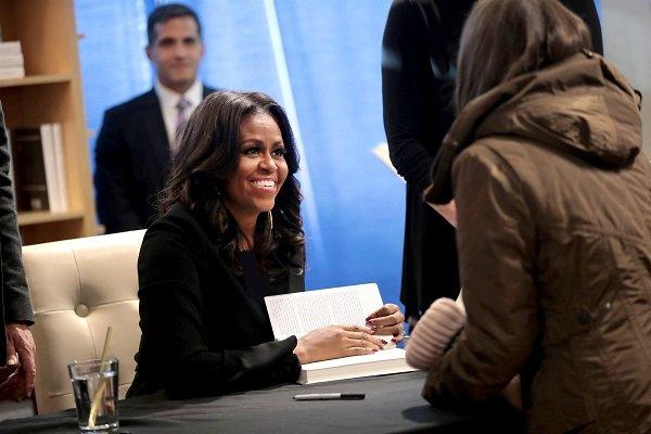 کتاب میشل اوباما واقعا رکوردشکن شد؟/ جنجال پرفروشهای آمریکا